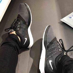 helt nya skor från Nike, prislappen kvar. tyvärr för små för mig://💕💕  Nypris 800
