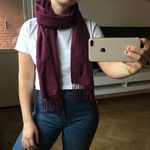 Halsduksscarfs, super fin och perfekt till höst/vår! 50kr (frakt på 39kr tillkommer ✉️🕊)