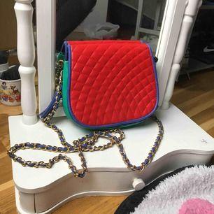 En väldigt unik och cool väska i mindre storlek! Först till kvarn!😍😍 100kr+frakt!