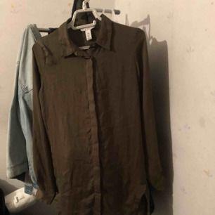 I fint skick lång skjorta. Skön material.