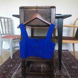 Jättefint blått linne från Weekday strl S. Kommer tyvärr inte till användning hos mig!