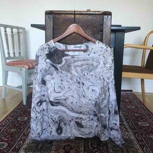 Jättefin tröja från Weekday strl M. Kommer tyvärr inte till användning hos mig!