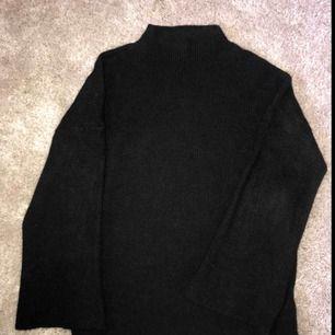 SUPERSKÖN tröja med utsvängda armar 🌸 Säljer då jag tyvärr har för många liknande.