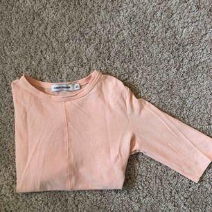 Ljusrosa tröja från Carin Wester. Strl är XS men passar mig som är en S lika bra. Sitter tight!
