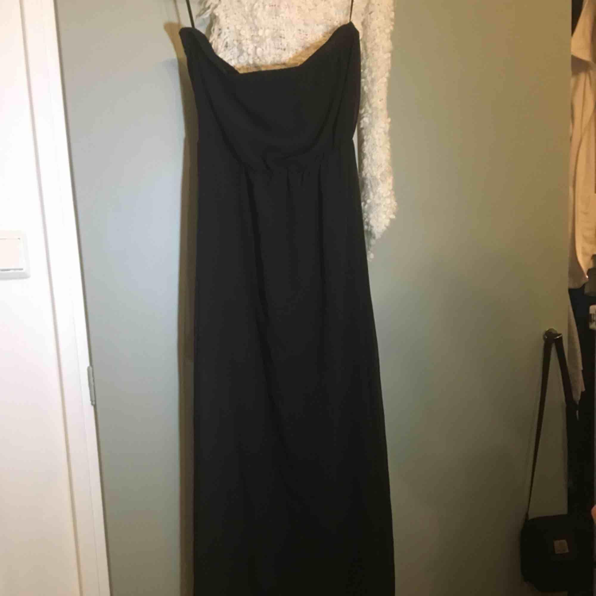 6971a0055438 Säljer min Tubtopp långklänning från H&M. Använd en gång. Pris kan absolut  diskuteras, ...