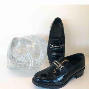 Helt underbara vintage skor! Pris kan diskuteras. Köpte second hand, säljer för att de är lite för stora, ska vara 39or men skulle lätt passa 40