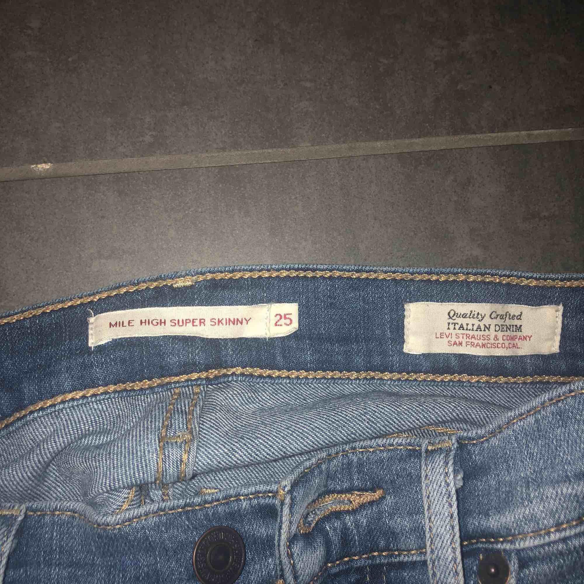 Supersnygga tajta jeans från Levis. Mile high super skinny.. Jeans & Byxor.