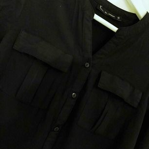 Svart skjorta/blus. 18kr i frakt 💌