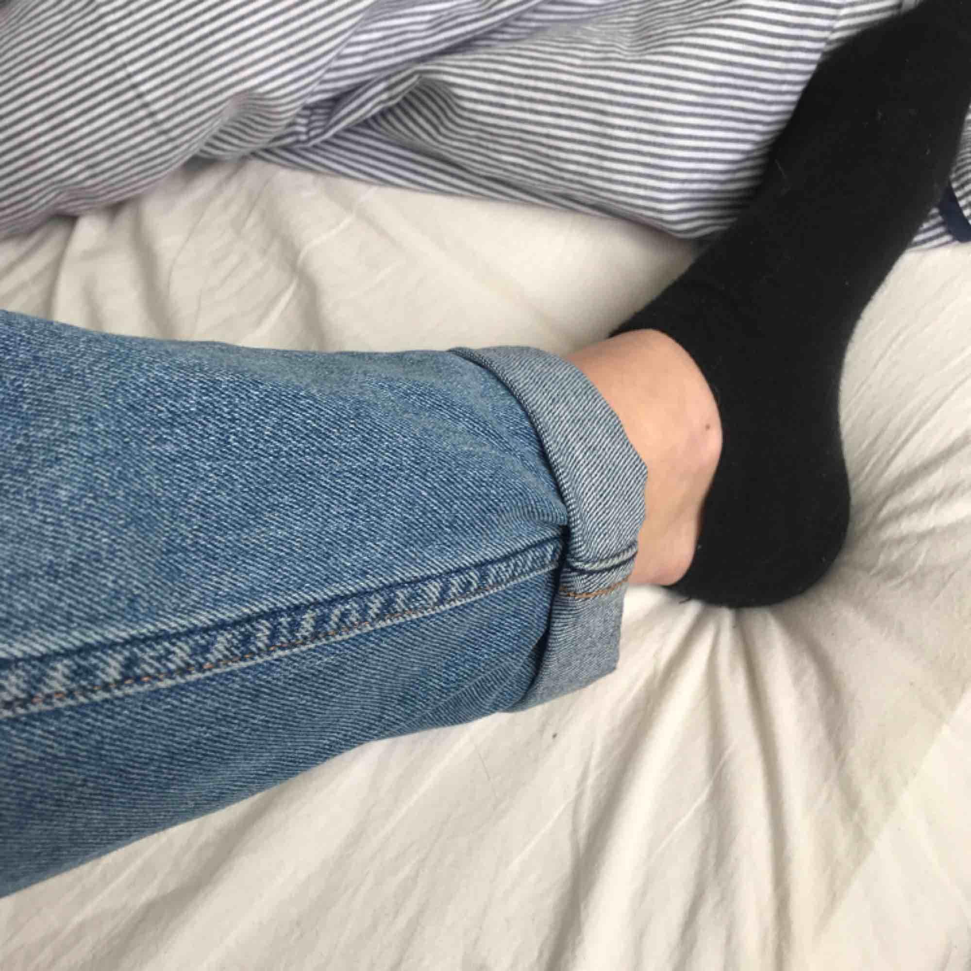 Säljer nu ett av mina par favoritjeans ifrån Weekday! Jag har så många så jag måste, dom är i jätte fint skick och har inga skavanker. Dom är super sköna och sitter såååå snyggt på😊. Jeans & Byxor.