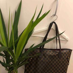 Louis Vuitton aa kopia väska, i använt skick! Köpt second hand. Jätte snygg