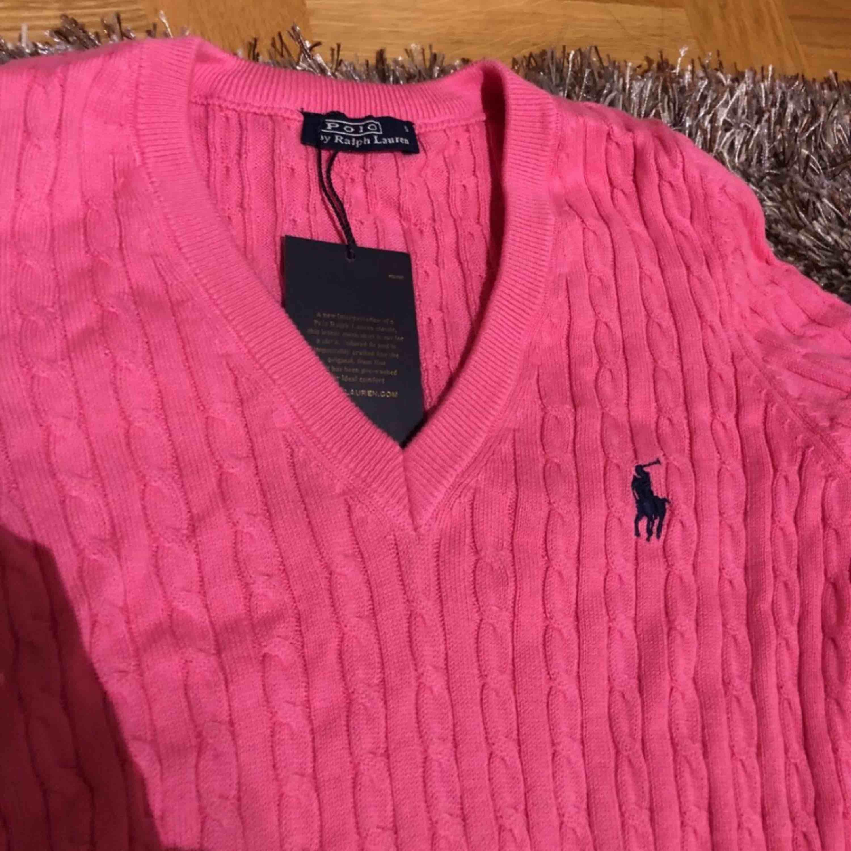 Helt ny kabelstickad tröja från Ralph lauren. Tröjor & Koftor.