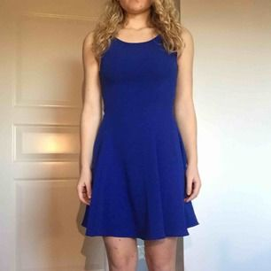 Fin klänning, sparsamt använd. Passar bäst på en 34:a.  Frakt tillkommer