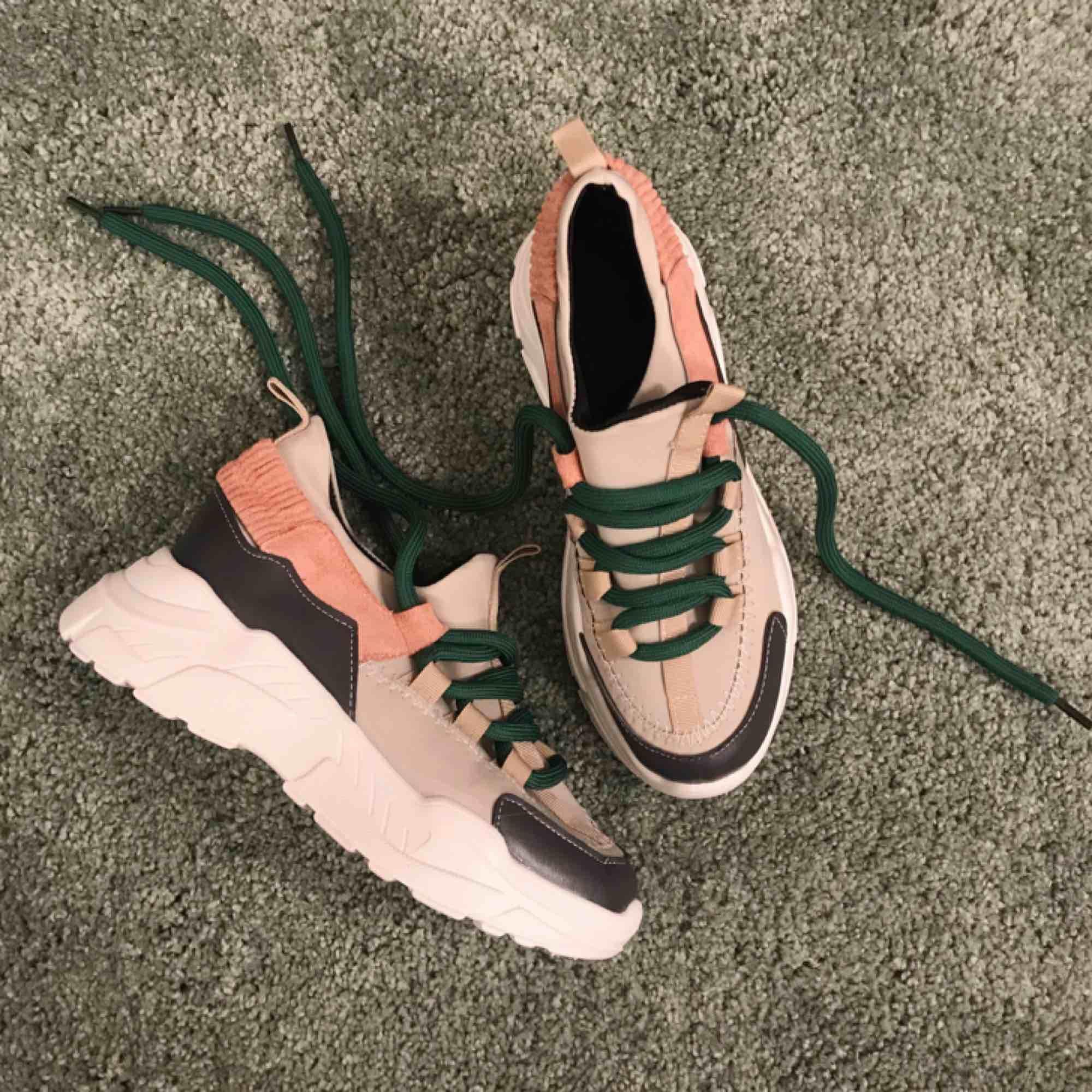 ec6a9686bf9 Helt NYA oanvända chunky sneakers. Fjäder lätta. Strl 39.