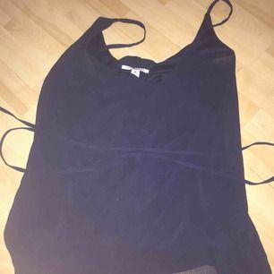 En klänning ifrån Nelly Trend, snöre i mitten och passar till många tillfällen. Storlek 36. Skriv för med bilder 🌺
