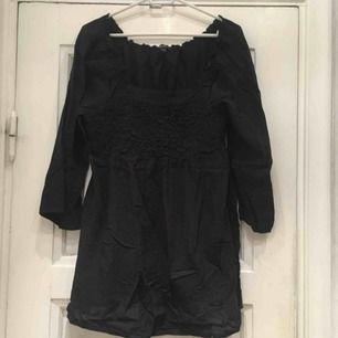 Söt klänning i storlek S från KappAhl!  ⚠️OBS! HÄMTAS i Hornstull alternativt skickas mot att köparen betalar fraktavgift. Möts endast upp om köparen köper för 100kr eller mer!⚠️