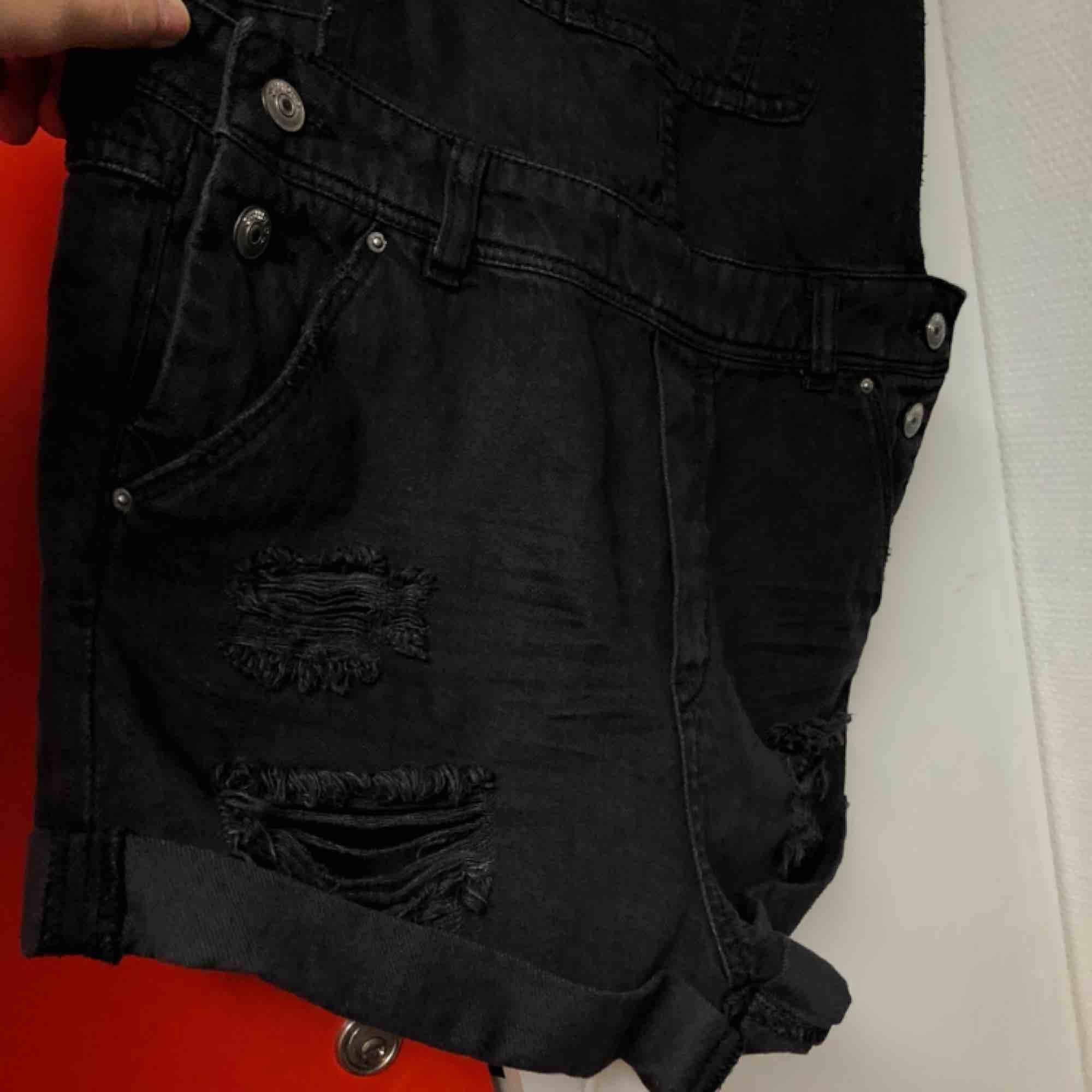 knappt använda, som nya. pris är förhandlingsbart. kan skicka fler bilder. möts upp i Kalmar annars står köpare för frakt. Shorts.