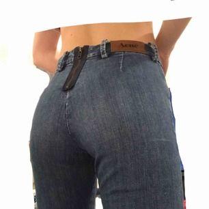 Snygga jeans från ACNE studios! 🥰 Knappt använda, mycket bra skick! Smal modell, ca storlek 25/32. Nypris: över 2000kr 💓