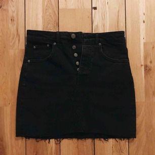 Jättefin svart jeanskjol från Gina Tricot, använd 1 gång✨ frakt ingår!
