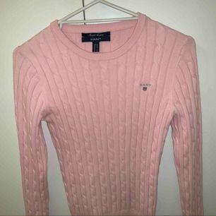 En fin Gant tröja i bra skick!  Storlek: xs Frakt: 55kr Nypris ca: 1200kr