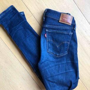 Levi's jeans superskinny i bra skick