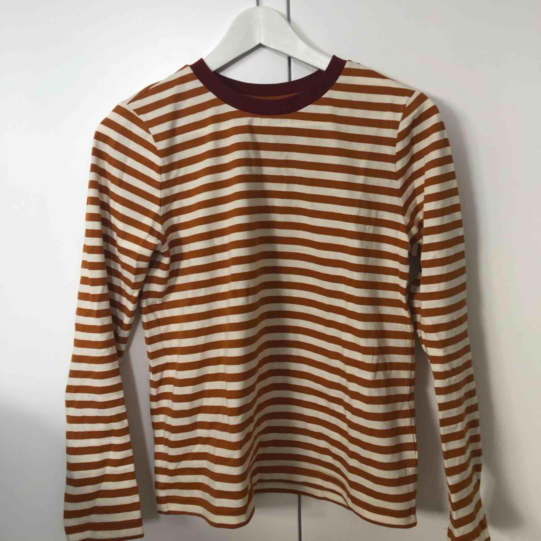 Jättefin långärmad tröja från & other stories. Använd en gång så i nyskick :) . Toppar.