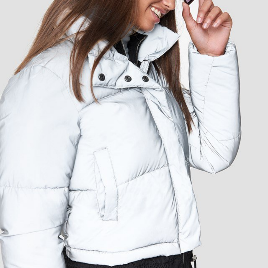 Short puffy jacket grey reflective. Ordinarie pris 799:- Använd 4 gånger. Slutsåld på NAKD.. Övrigt.