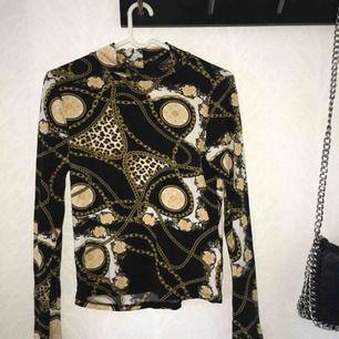 En skit cool tröja från Gina  Aldrig använd, bara provad