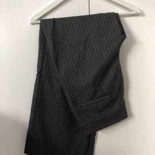 Kostymbyxor från Monki, enbart använda ett par gånger!