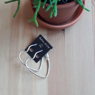 nya örhängen  (frakt10kr)