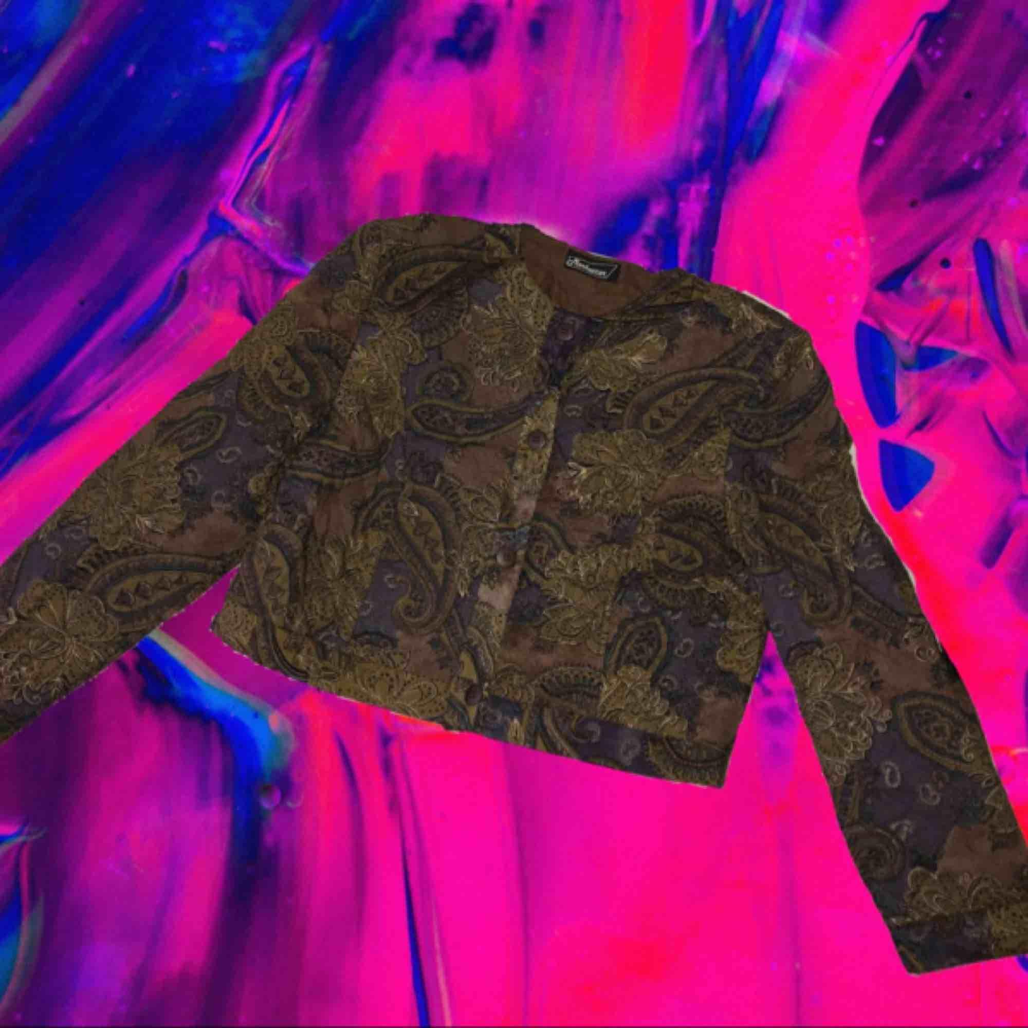 Vintage 90s, cropped thin padded jacket.   . Jackor.