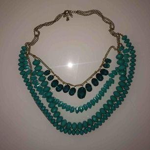 Snyggt och lyxigt halsband Säljes pga ingen användning 30kr + frakt Priset kan diskuteras