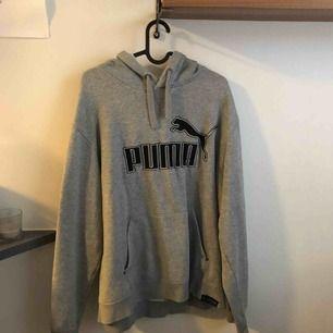 Grå Puma hoodie, stl.XL men passar mer som en M enligt mig  Finns i gbg, kan även skickas (frakt:69kr)