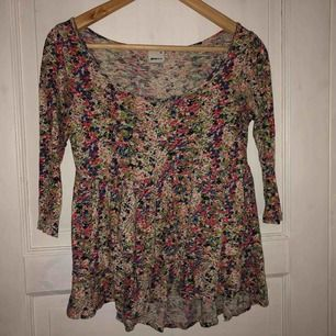 Trekvartslång tröja från Gina tricot, längre baktill Perfekt till våren och sommaren 30kr+frakt