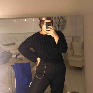 """Långärmad tröja från Zara i storlek S men passar M också. Ränder på framsidan och armar med """"päls""""  Pris kan diskuteras"""