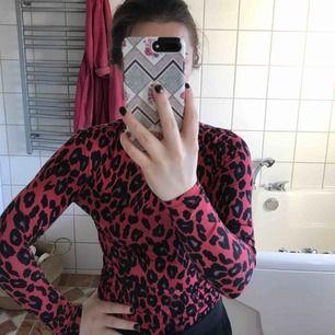 En superfin tröja från New look. I UK size 10 vilket motsvarar ungefär 36-38 men passar mig som har XS-S.