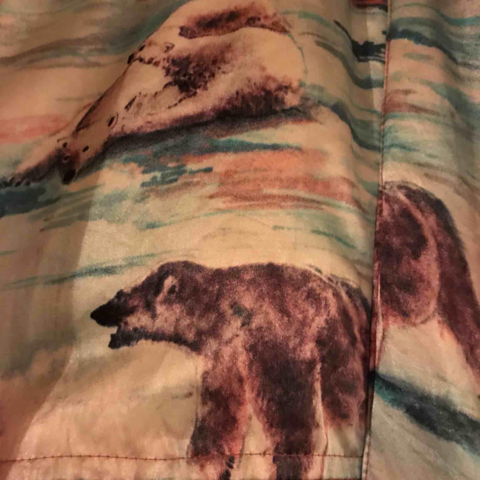 Coolaste vintage bomberjackan med isbjörnar och hundar.. Jackor.