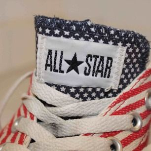 Converse i USA mönster!  Använda, men i gott skick!  Köpare står för eventuell frakt 🌸