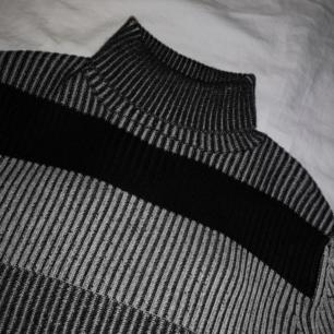 Stickad polotröja som aldrig kommit till användning! 🐎 Frakt 30kr! ❤️