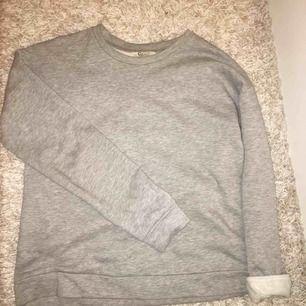 Säljer min basic gråa sweater från Cubus med jätteskönt material. Köparen står för frakt