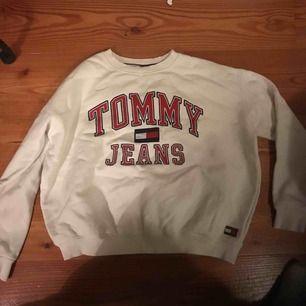 Tommy jeans tröja från zalando, lite oversized. Som ny