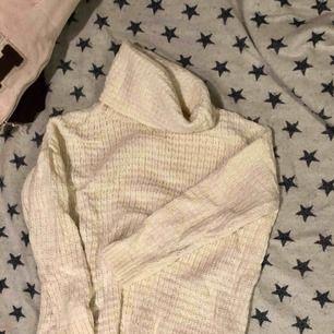 Tjock tröja, vit.