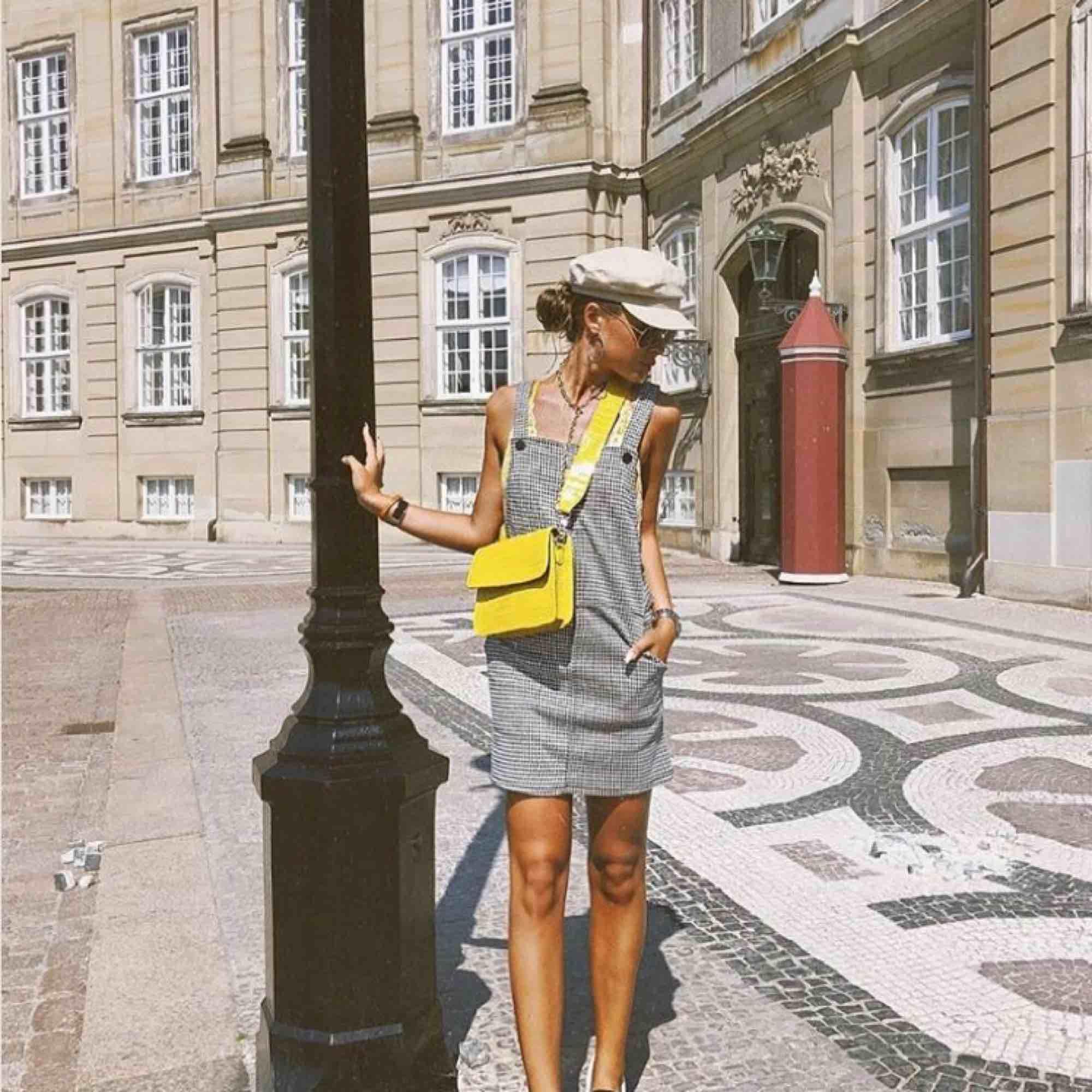 Assååå världens snyggaste väska!!!! Från hvisk! Så cool detalj till outfiten. I totalt nyskick så skynda fyyynda!  Frakt:50kr . Väskor.