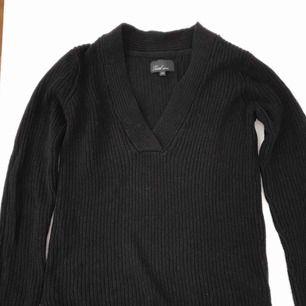 Är det någon som SÄLJER en liknande tröja som denna?:)