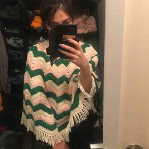 Cute kawaii poncho men är ej min stil. Jätte bra skick. Köpt från macy's.