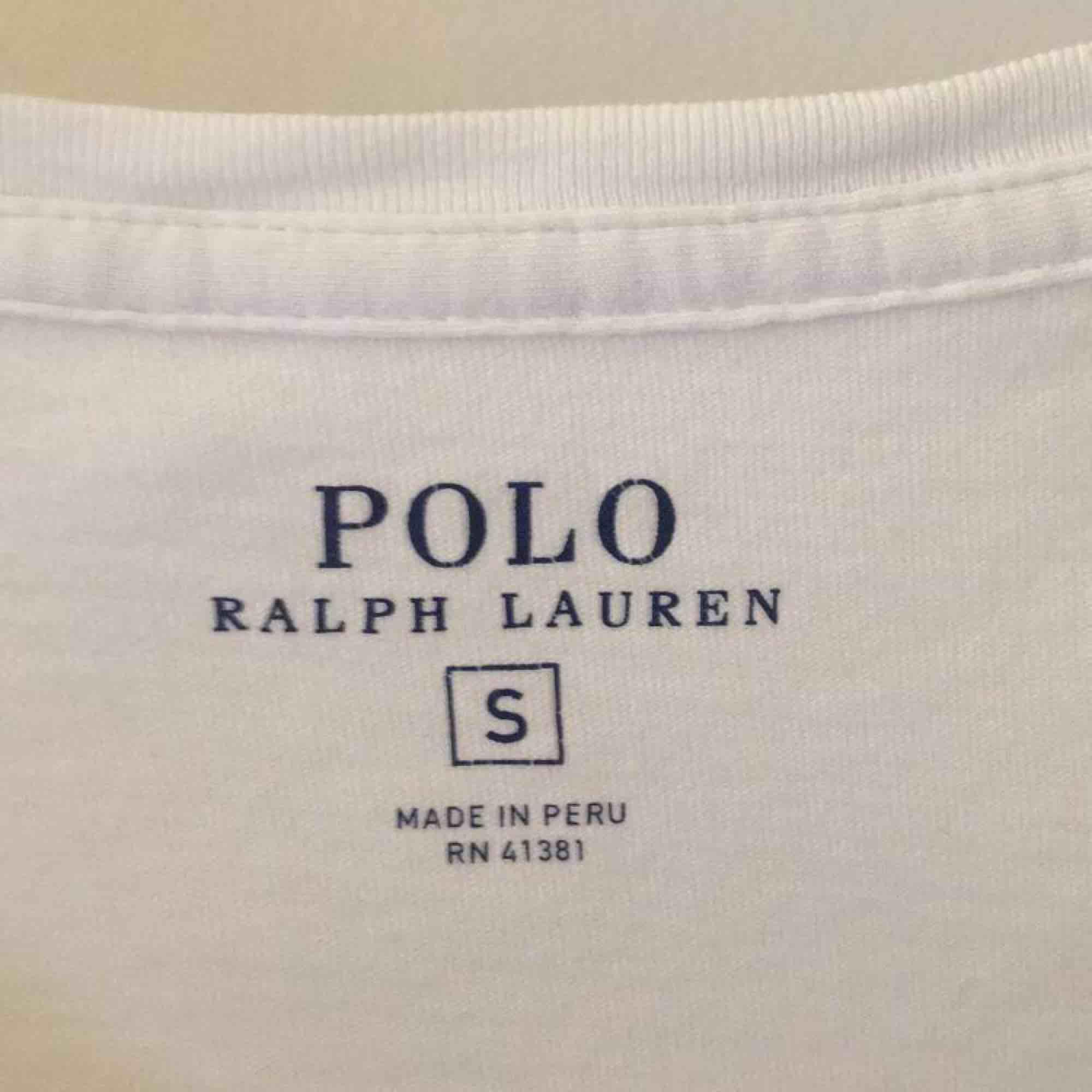 Snygg & stilren T-shirt från Polo Ralph Lauren. T-shirts.