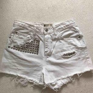 Vita jeans shorts från Gina Tricot! Frakt tillkommer 🌹