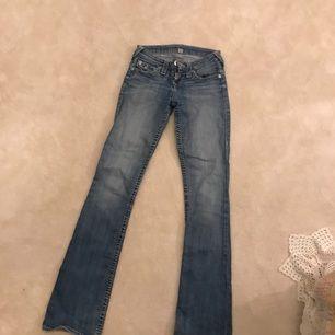 Ett par true religion jeans som länge har varit mina favoriter. Sitter helt SJUKT snyggt på rumpan!! För små för mig nu :(