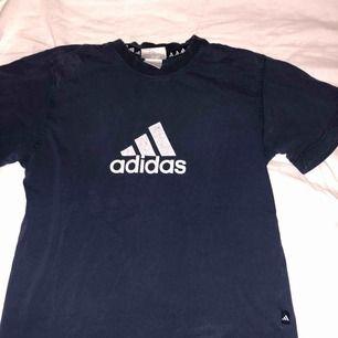 T-suger från Adidas, köparen står för frakten