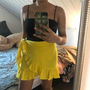 Helt ny kjol från zara, i storleken M passar även S också  Tar swish, fraktkostnad 60kr