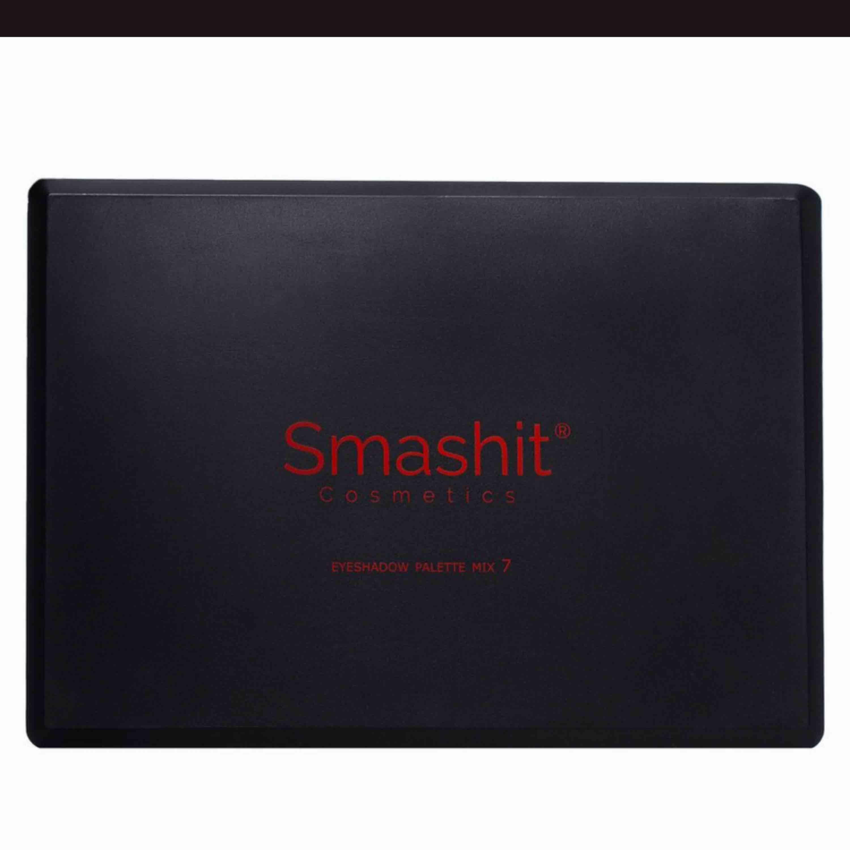 Säljer pga har många paletter❤️ Från Smashit nypris 289kr när jag köpde och använd väldigt lite❤️ Frakten 20kr❤️. Accessoarer.